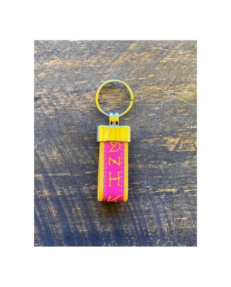 Llavero tela ganaderías rosa y amarillo